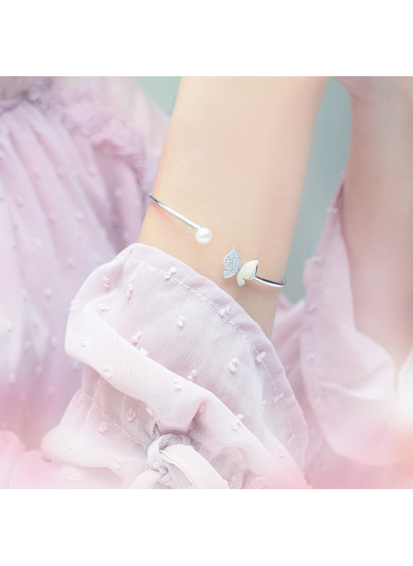 Auroses Whimsical Butterfly & Pearl Bangle | SWAROVSKI ZIRCONIA | 925 Sterling Silver | 18K White Gold Plated